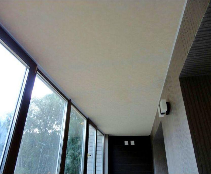 Лоджии и балконы: в фокусе натяжные потолки. экологичные нат.